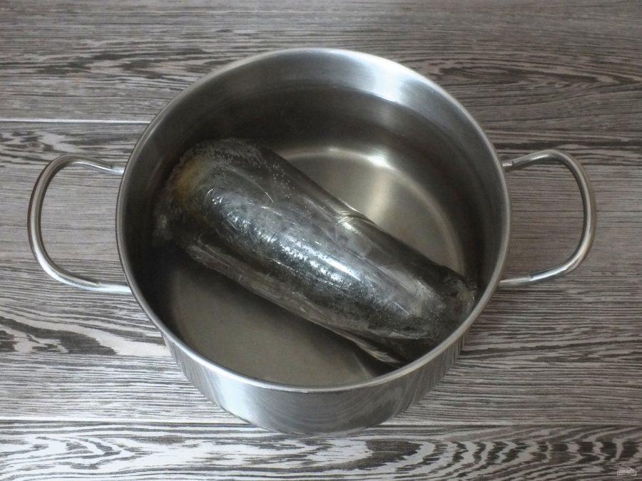 Скумбрия фаршированная с желатином и яйцом - фото шаг 10