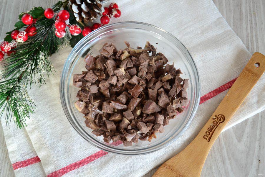 Салат из свиного сердца с маринованным луком - фото шаг 5