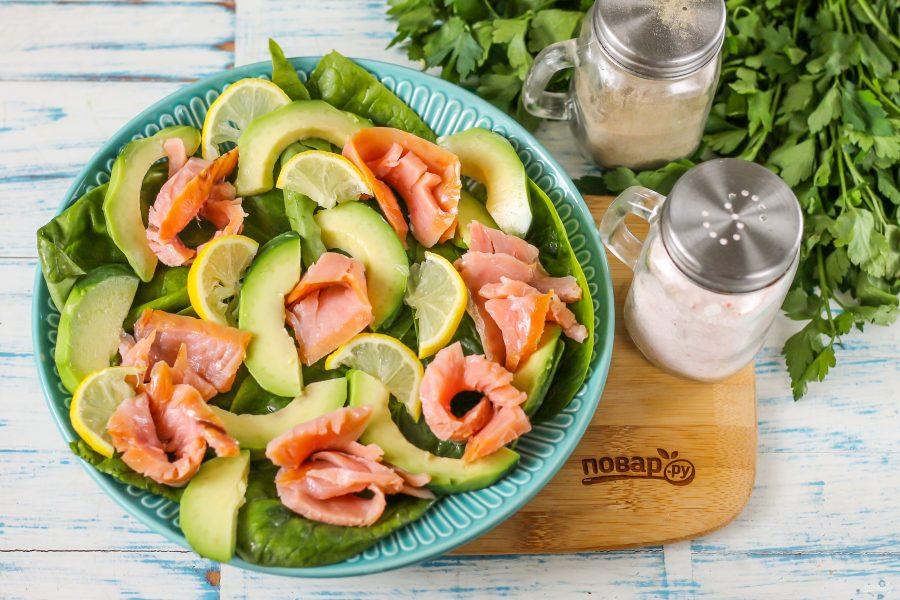 Салат с горбушей и авокадо - фото шаг 5