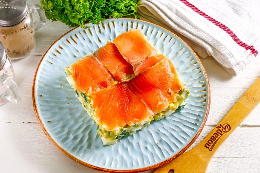 Салат с лососем на Новый год - фото шаг 6