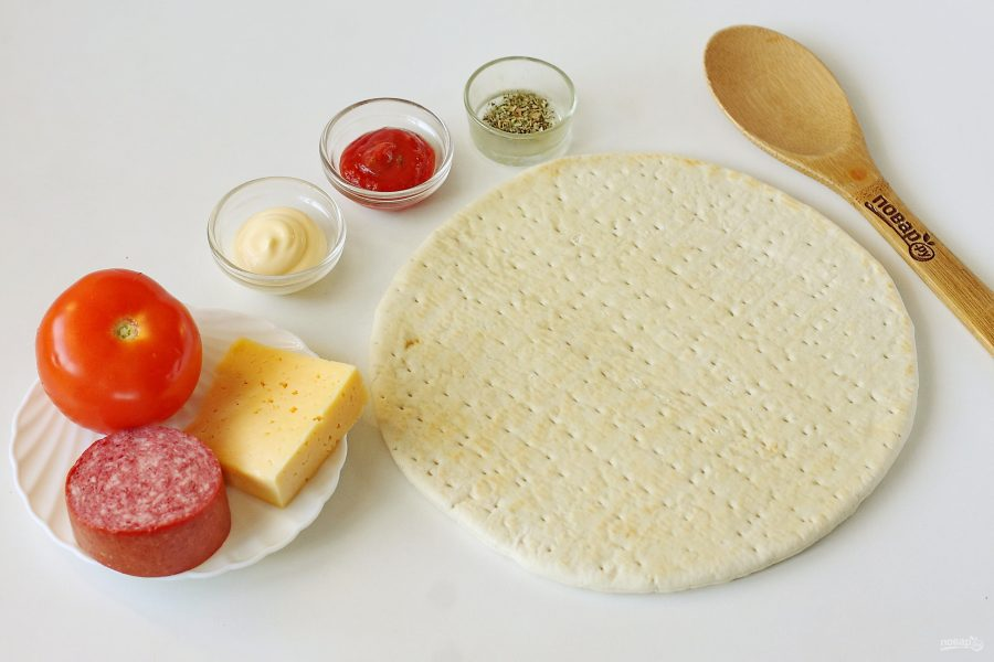 Пицца на готовой основе в микроволновке - фото шаг 1