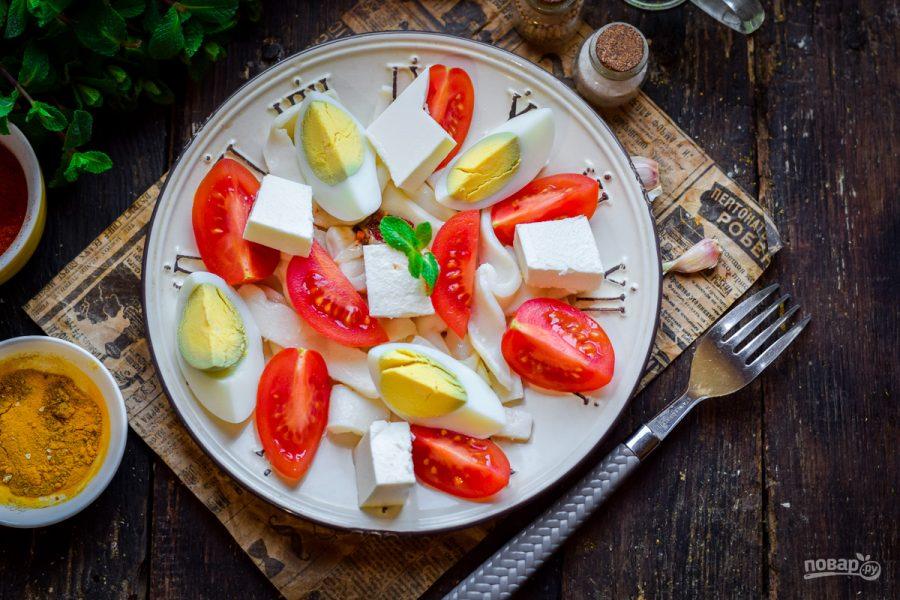Салат с брынзой и кальмарами - фото шаг 6