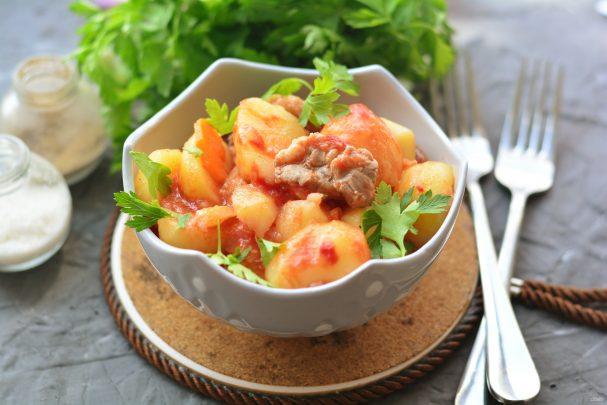 Жаркое из свинины с томатной пастой