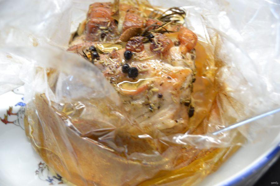 Свиной карбонат в рукаве в духовке - фото шаг 7