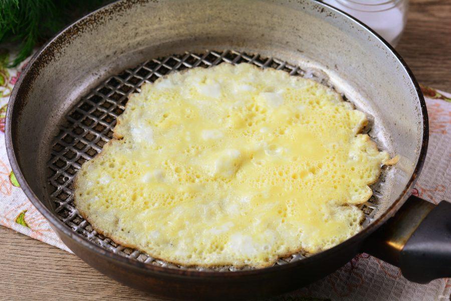 Салат из омлета и колбасы - фото шаг 3