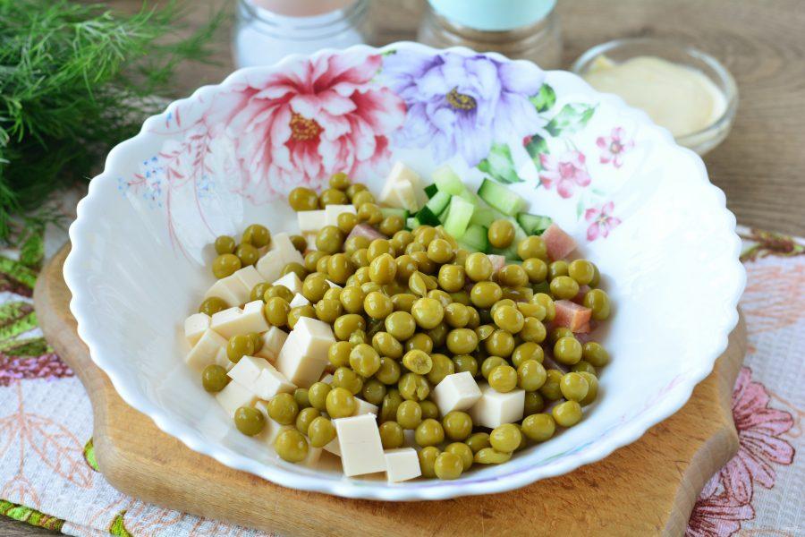 Салат с ветчиной и плавленым сыром - фото шаг 6