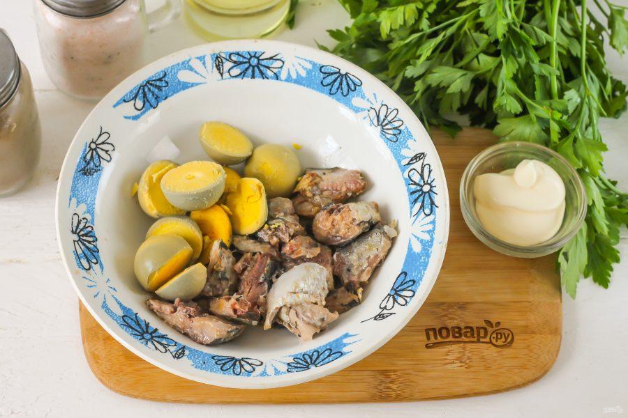 Яйца фаршированные сардинами - фото шаг 3
