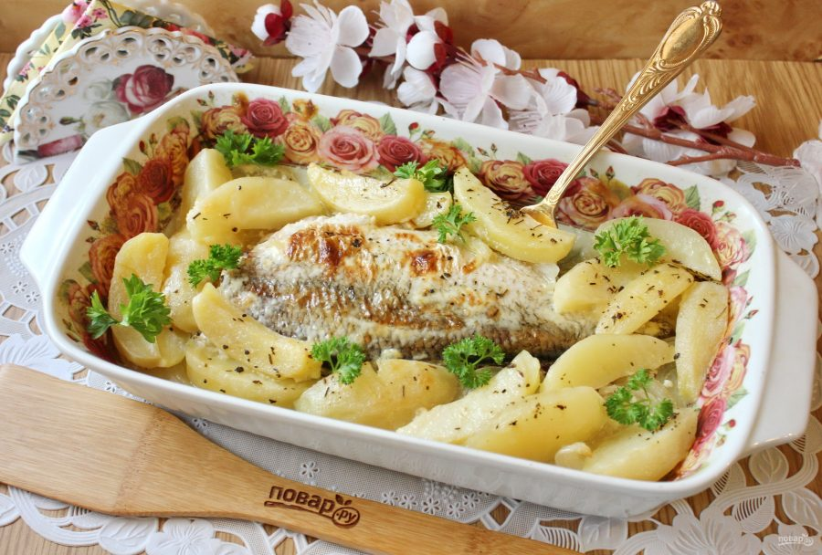 Лещ в духовке с картофелем - фото шаг 9