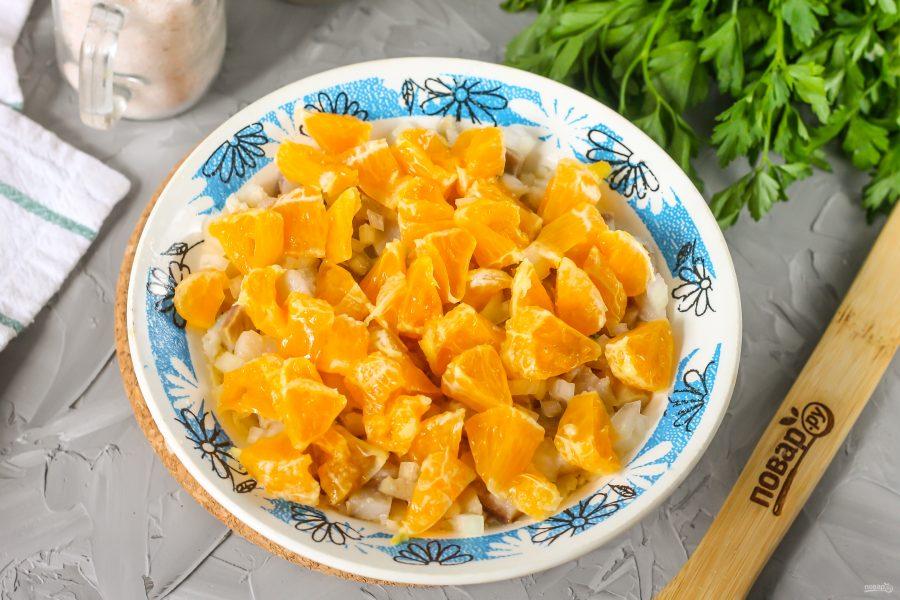 Селедка под шубой с мандаринами - фото шаг 6