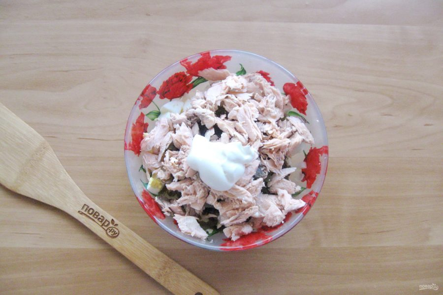 Салат с морской капустой и горбушей - фото шаг 7