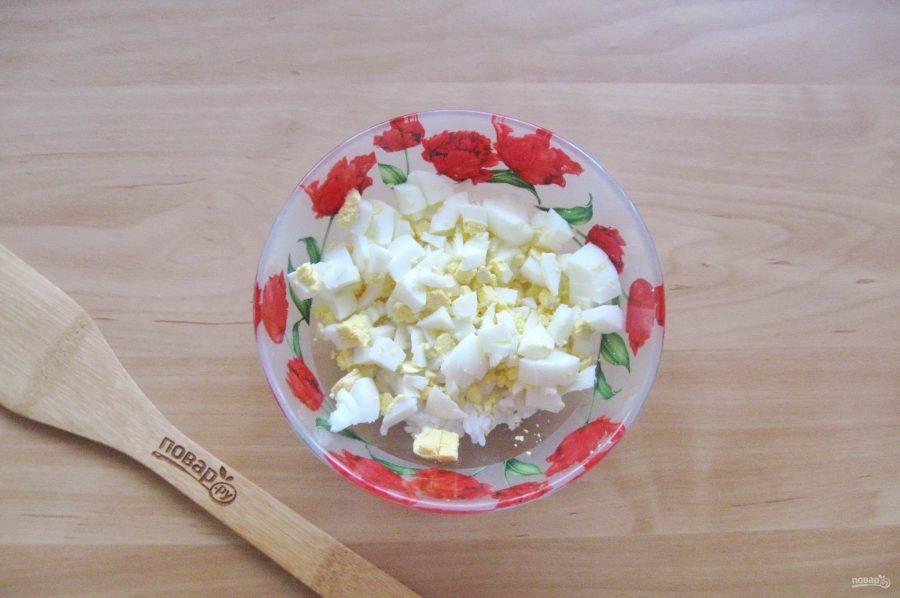Салат с морской капустой и горбушей - фото шаг 3