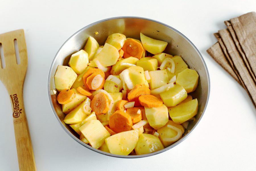 Кролик с картошкой в майонезе в духовке - фото шаг 4