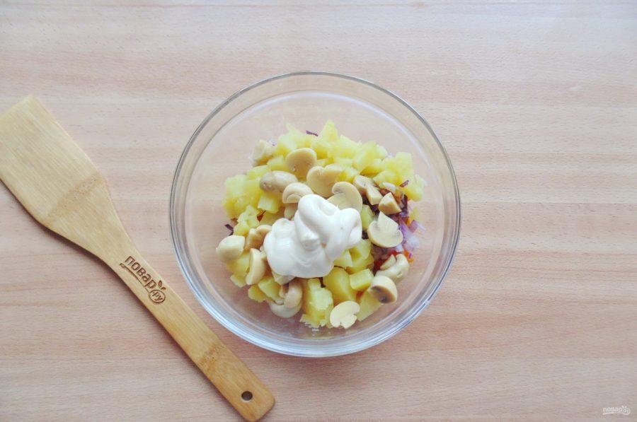 Салат с бужениной и грибами - фото шаг 8