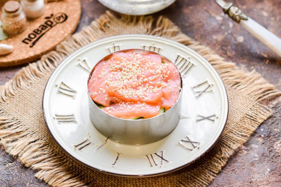 Слоеный салат с семгой и рисом - фото шаг 7
