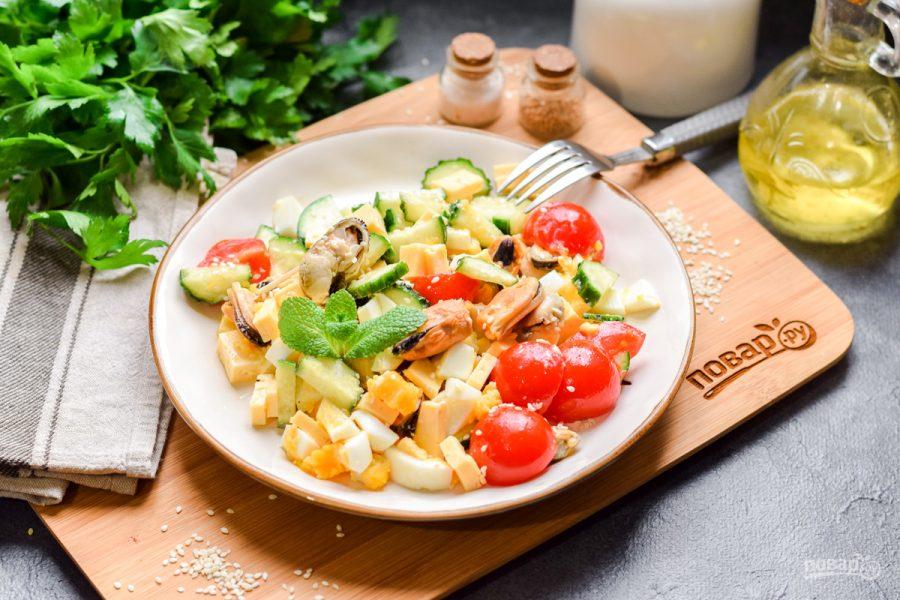 Салат с мидиями - фото шаг 7