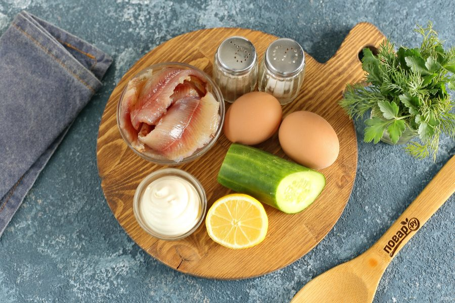 Салат с вяленой рыбой - фото шаг 1