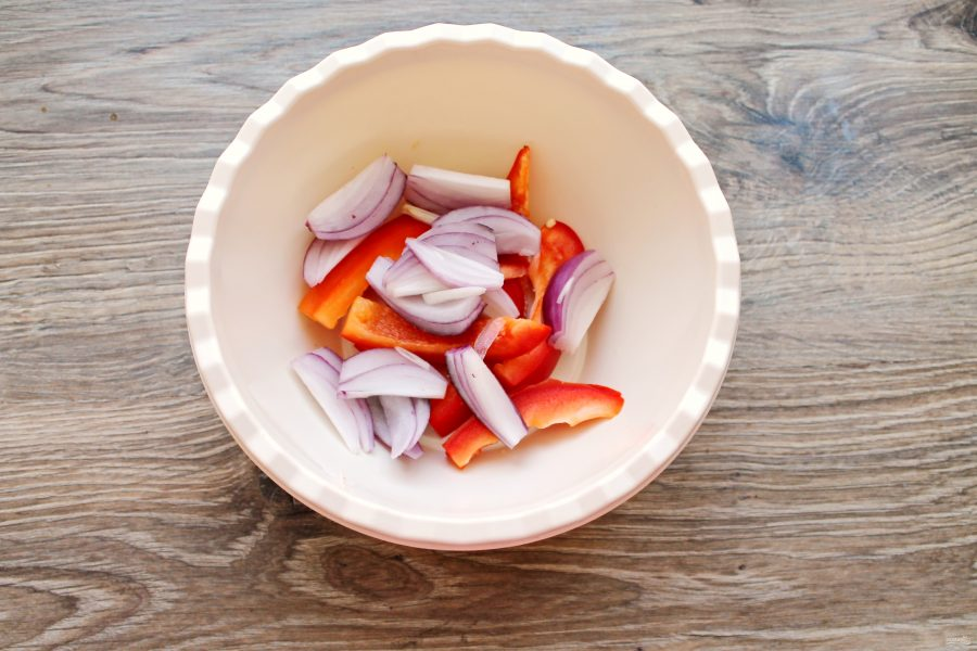Радужная форель в духовке с овощами - фото шаг 5