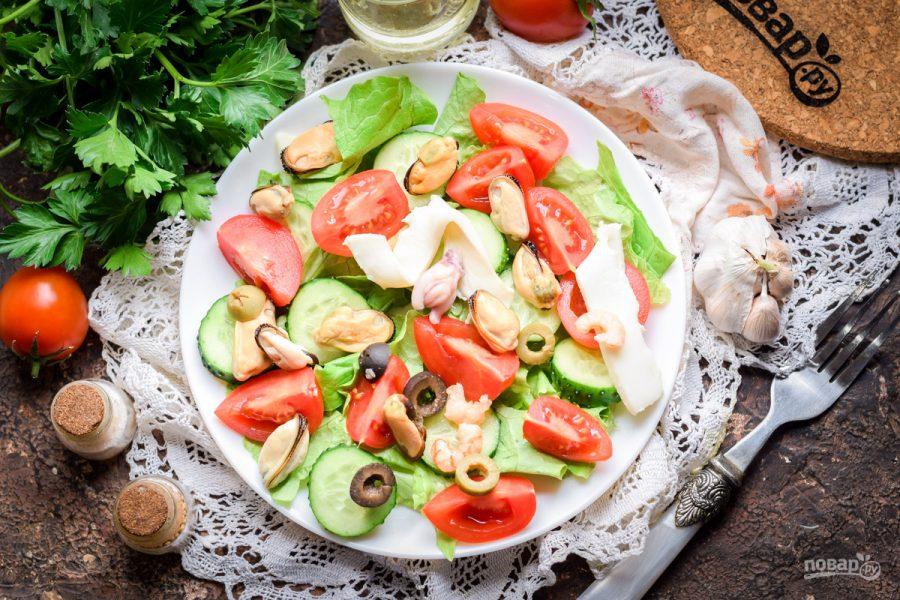 Салат с морепродуктами и помидорами - фото шаг 6