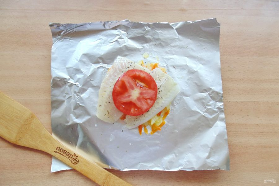 Судак с помидорами в духовке - фото шаг 7