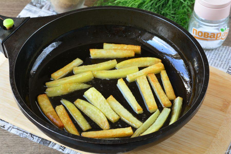 Салат с картошкой фри и колбасой - фото шаг 3