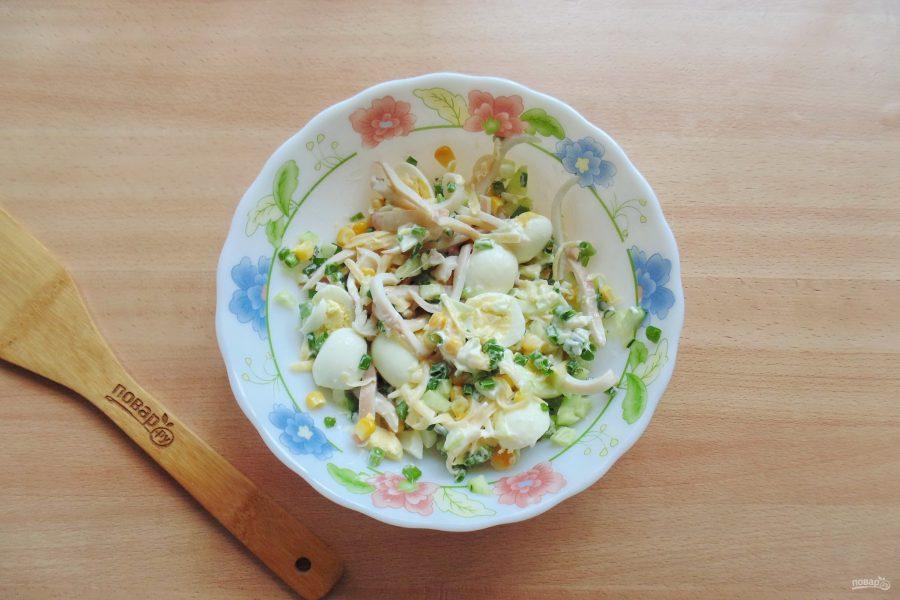 Салат с кальмарами и перепелиными яйцами - фото шаг 8