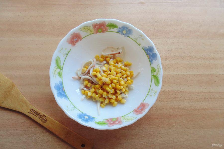 Салат с кальмарами и перепелиными яйцами - фото шаг 3