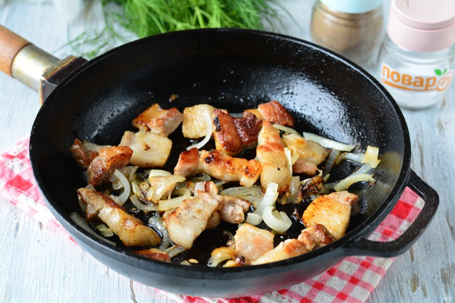 Жареная картошка с грудинкой - фото шаг 6