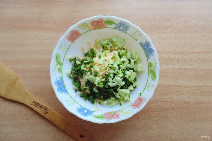 Салат с кальмарами и перепелиными яйцами - фото шаг 5