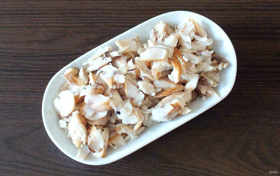 Салат из морского окуня горячего копчения - фото шаг 4
