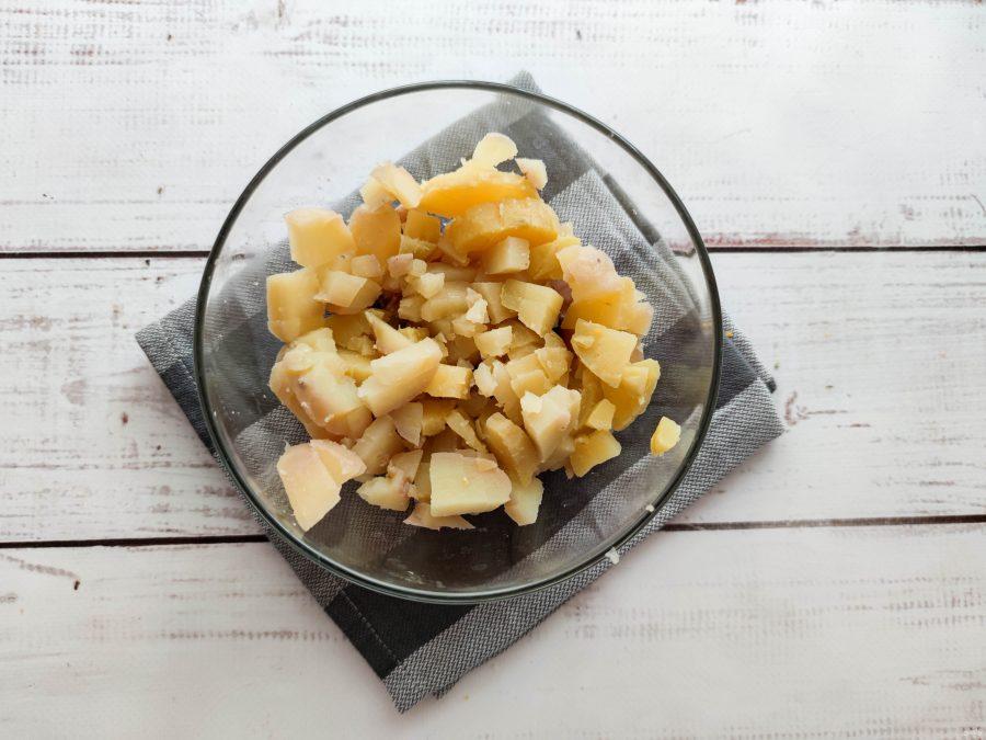 Салат с картофелем и копченой скумбрией - фото шаг 3