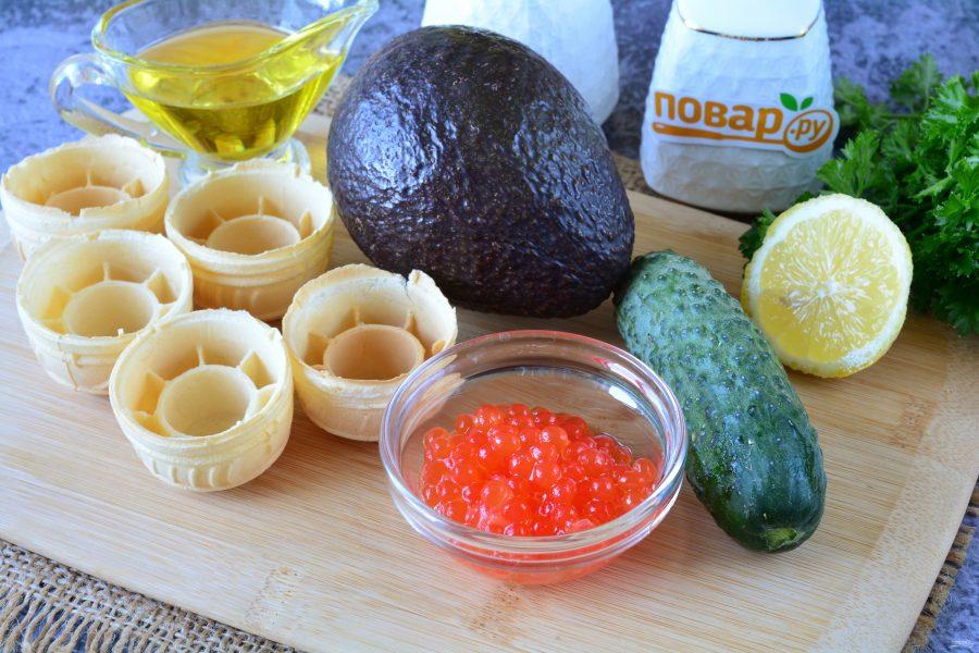 Тарталетки с икрой и авокадо - фото шаг 1