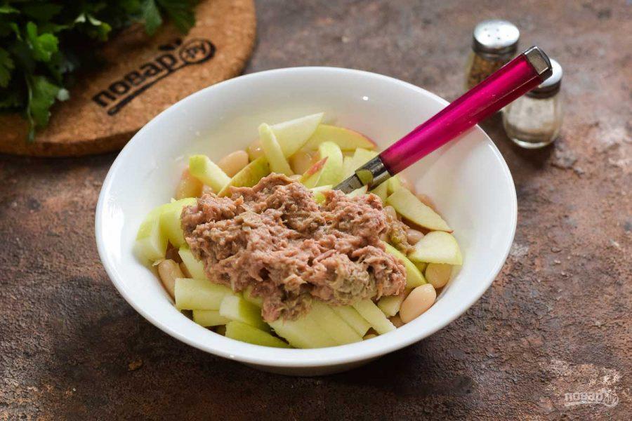 Салат с тунцом, яблоком и фасолью - фото шаг 4